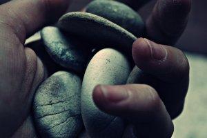Frammenti_di_pietre_e_sabbia__by_Bloodymary9