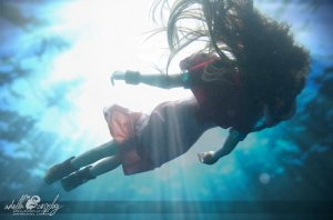 aeris_underwater___cosplay_by_adella-d94ggvm